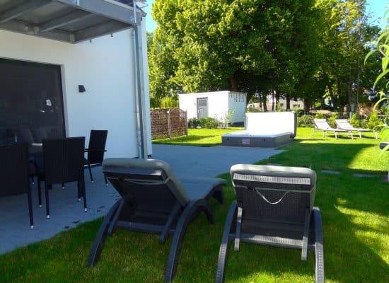 Ferienhaus mit sonnigem Garten